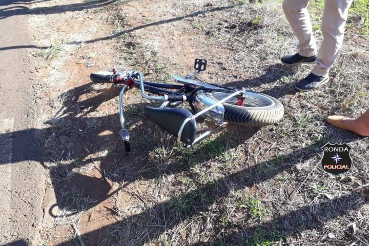 Menino fica gravemente ferido após colisão entre bicicleta e carro