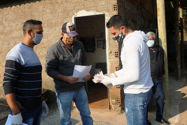 Mais de 800 máscaras já foram produzidas e entregues gratuitamente pela administração de Passos Maia