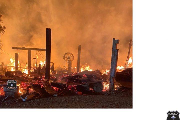 Madeireira é consumida pelo fogo e prejuízos chegam a R$ 2 milhões