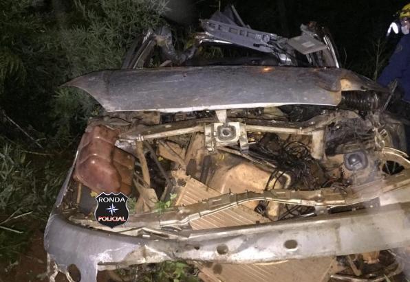 Duas pessoas morrem em grave acidente durante a madrugada na 282
