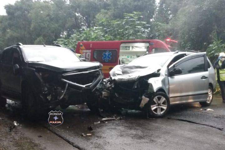 Duas pessoas ficam feridas em grave acidente no Oeste