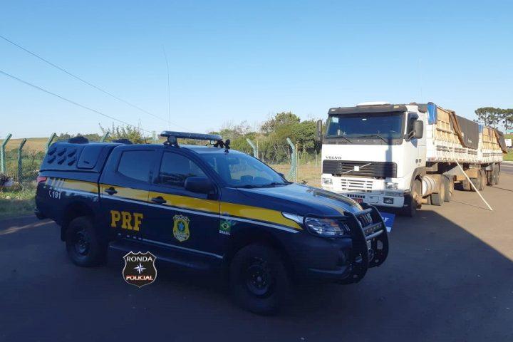 PRF apreende cerca de 2 toneladas de maconha em carreta na 282