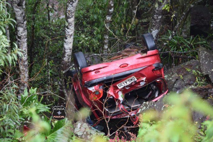 Capotamento de veículo resulta na morte de uma pessoa na BR-282