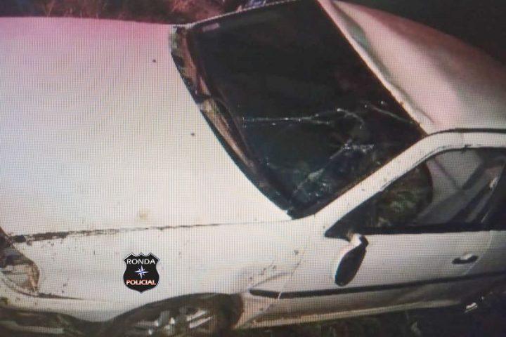Motorista morre após colidir carro em barranco no Oeste