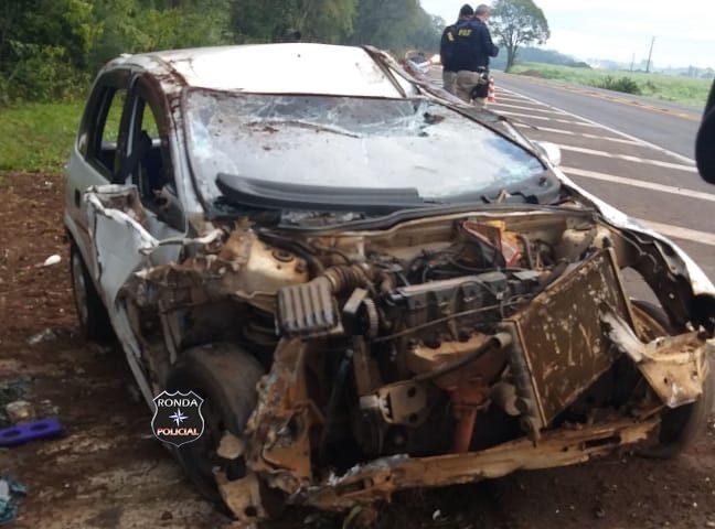 Carro teve perca total após capotamento na 282 em Faxinal