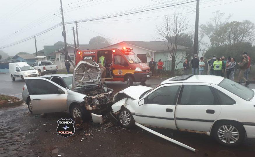 Quatro pessoas ficam feridas em violenta colisão no Bela Vista