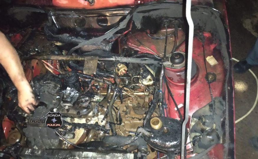 Princípio de incêndio em veículo é registrado durante a noite em Xaxim