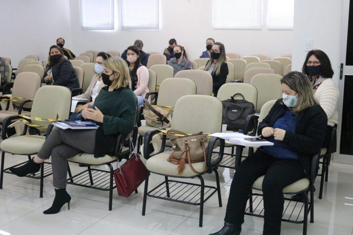 Secretária de Educação de Marema participa de encontro com o Colegiado de Educação da AMAI
