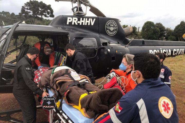 Jovem é transferido pelo Saer e Sara após sofrer grave acidente em Ponte Serrada