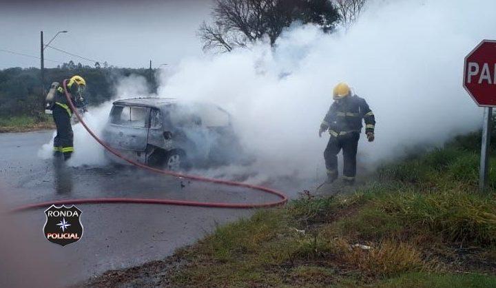 Veículo pega fogo na rodovia SC-283 no Oeste