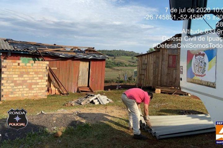 Famílias de Ipuaçu atingidas pelo ciclone recebem doações do município e da Defesa Civil