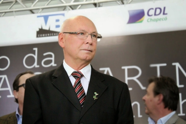 Catarinense Aristides Cimadon é cotado para assumir o MEC