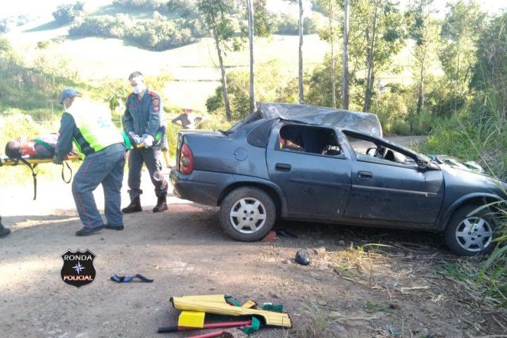 Homem fica ferido em capotamento de veículo em comunidade rural