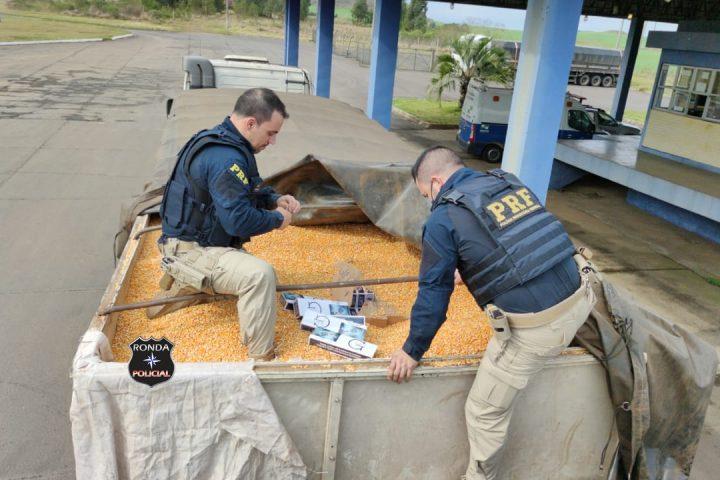 PRF apreende carreta de Faxinal dos Guedes carregada com cigarros contrabandeados