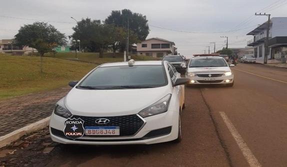 PM recupera em Ipuaçu táxi tomado de assalto