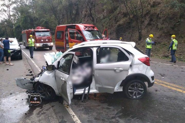 Mulher morre em grave acidente entre carro e carreta na 282