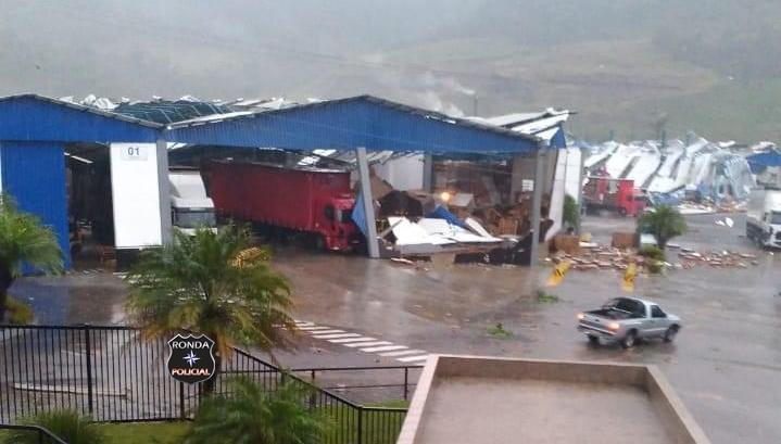 Vídeo: Xanxerense registra imagens e relata cenas da destruição causada por um tornado em Água Doce