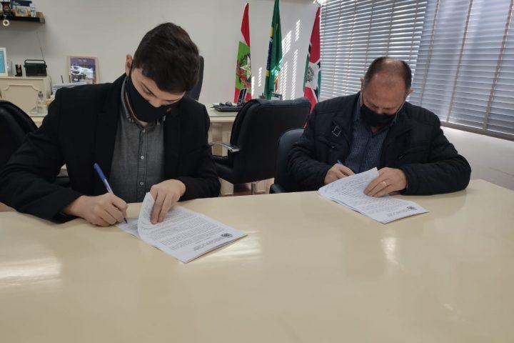 Assinado contrato para realização do Torneio Internacional de Futsal Feminino em Xanxerê