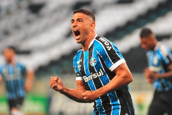 Grêmio sofre, vence o Novo Hamburgo por 4 a 3 e decide returno em Gre-Nal