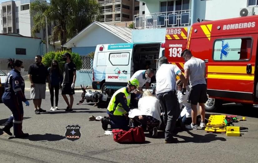 Motociclista sofre graves ferimentos em acidente no centro de Xanxerê