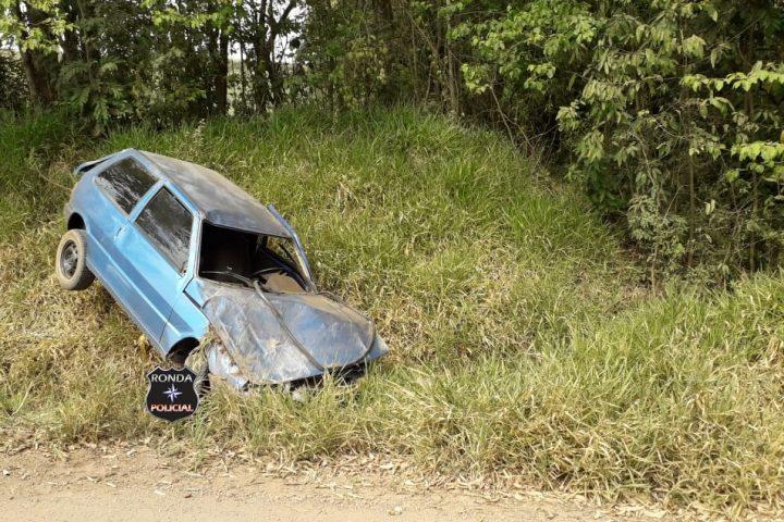 Mulher fica ferida em capotamento de veículo em comunidade rural