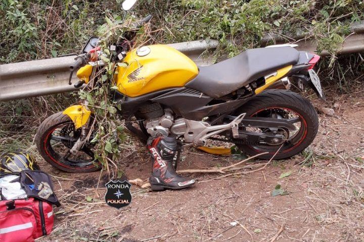 Jovem sofre graves ferimentos em queda de moto no Oeste