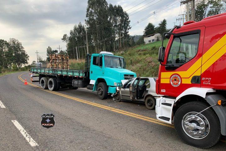 Motorista morre e quatro pessoas ficam feridas em grave acidente no Oeste
