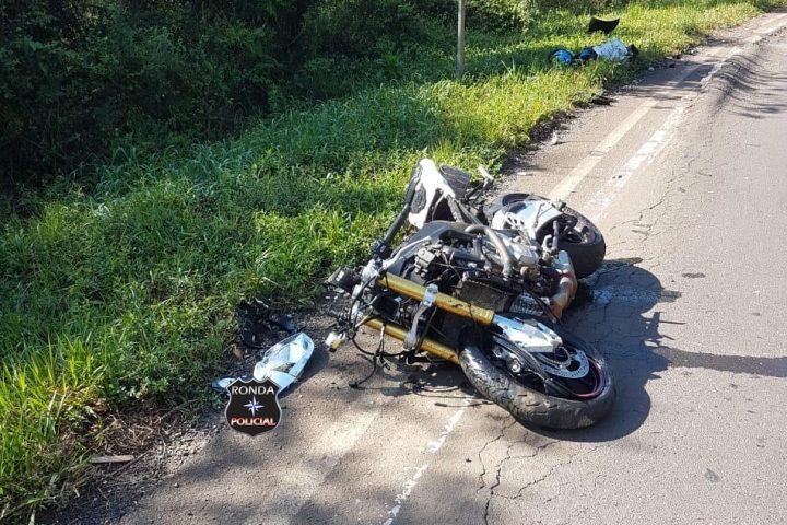 Motociclista sofre graves ferimentos em acidente na 282