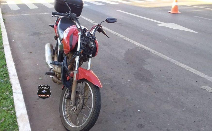 Mulher é atropelada por motocicleta e fica gravemente ferida