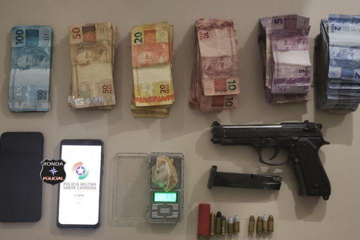 Adolescente é apreendido pela PM com drogas e mais de oito mil reais