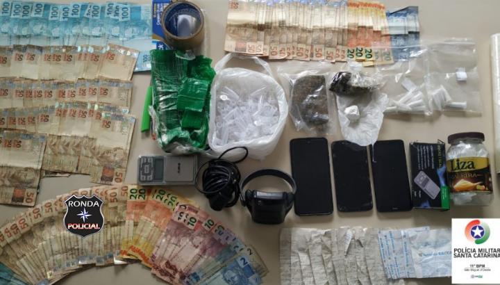 Polícia Militar prende três pessoas por tráfico de drogas