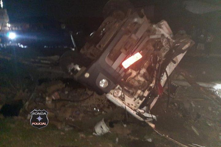 Motorista fica preso às ferragens em acidente na BR-282