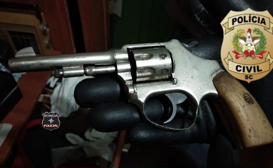 Polícia Civil apreende arma durante ocorrência de violência doméstica