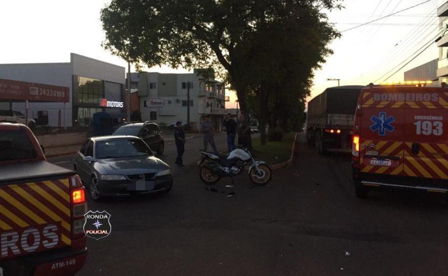 Acidente entre carro e moto é registrado na Avenida Brasil em Xanxerê