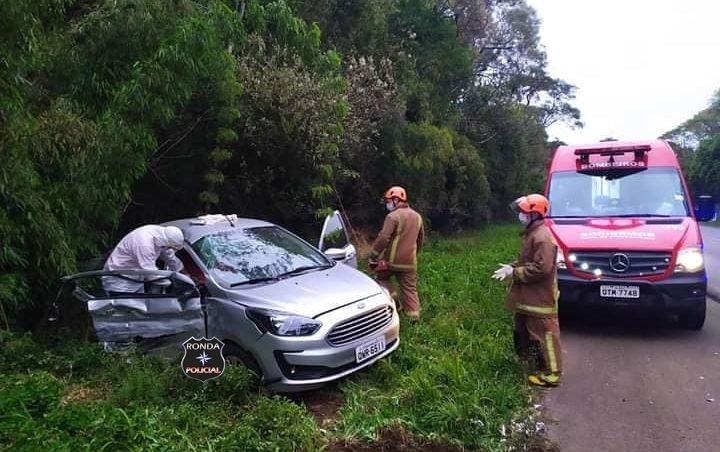 Mulher morre em grave acidente entre carro e caminhão na BR-282