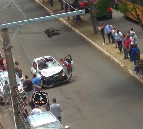 Idoso é lançado em cima de veículo e morre em grave acidente