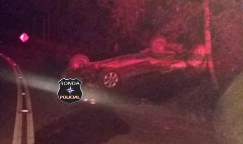 Veículo capota e deixa duas mulheres feridas