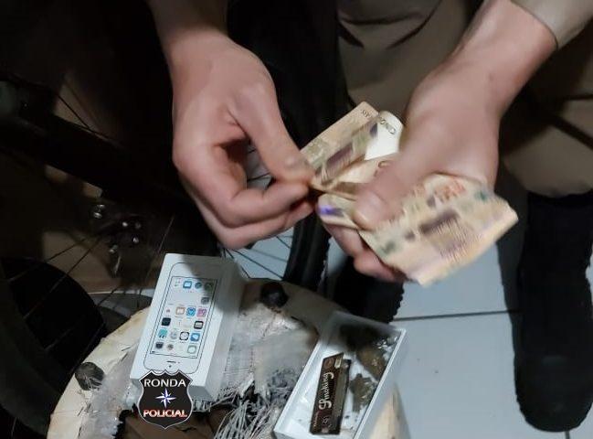 Ação conjunta da Polícia Civil, Polícia Militar e Canil prende dois homens por tráfico de drogas e apreende drogas