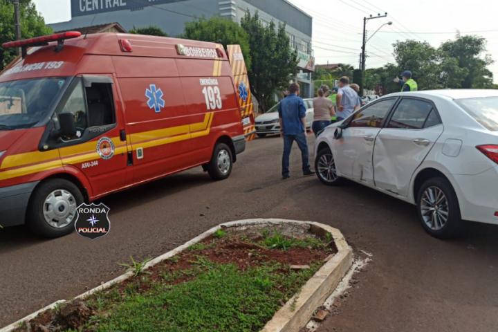 Acidente entre carro e moto deixa uma pessoa ferida