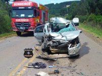 Quatro jovens ficam feridos em grave acidente