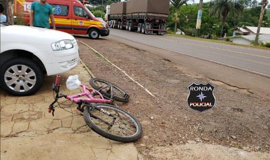 Ciclista fica ferida em acidente