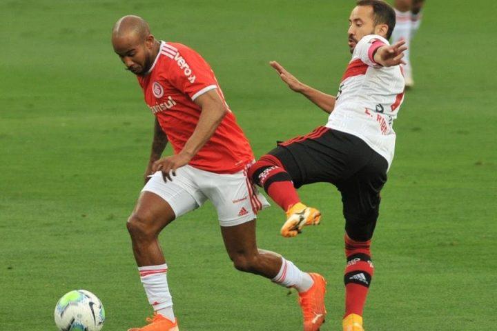 Inter sofre gol no fim e empata em 2 a 2 com o Flamengo no Beira-Rio
