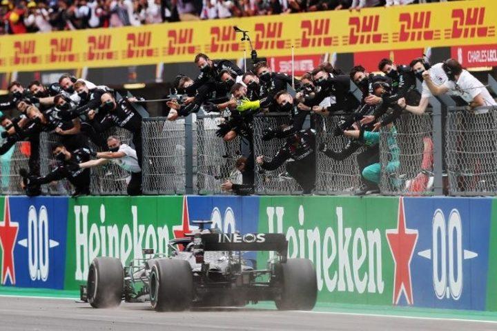 Hamilton faz história em Portugal e se torna maior vencedor da história da Fórmula 1