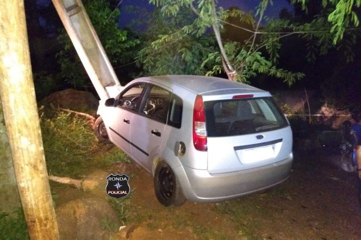 Veículo desgovernado sai da pista e bate violentamente em poste de energia no interior de Bom Jesus