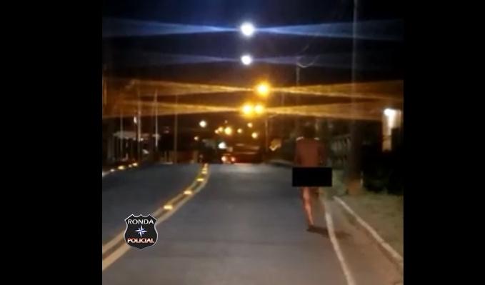 Eleitor perde aposta e corre pelado por ruas de cidade em Santa Catarina