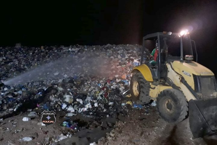 Bombeiros combatem incêndio em aterro sanitário no interior de Xaxim
