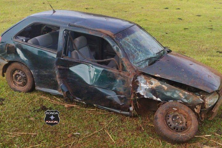 Motorista fica ferido em capotamento registrado no início da manhã deste domingo