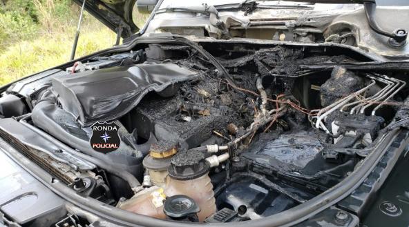 Veículo é danificado por incêndio em rodovia