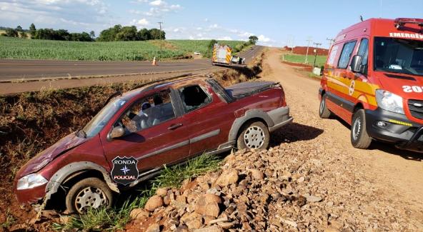 Veículo causa acidente em ultrapassagem e deixa três pessoas feridas