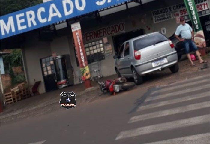 Acidente entre carro e moto deixa uma pessoa gravemente ferida